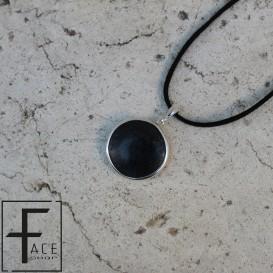 Pendente tondo in pietra lavica con gancio e cornice in argento 925