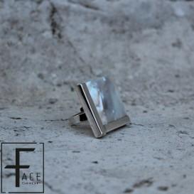 Anello quadrato in madreperla e argento
