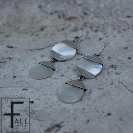 Orecchini 2 dischi in madreperla con applicazioni in argento