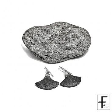 Orecchino scudo in pietra lavica e argento 925