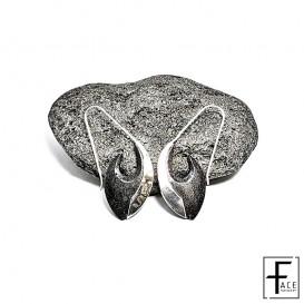 Orecchino tribal in pietra lavica e argento 925